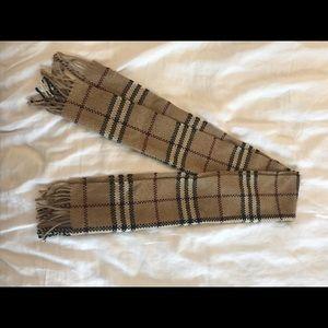 Chunky-knit Burberry cashmere scarf